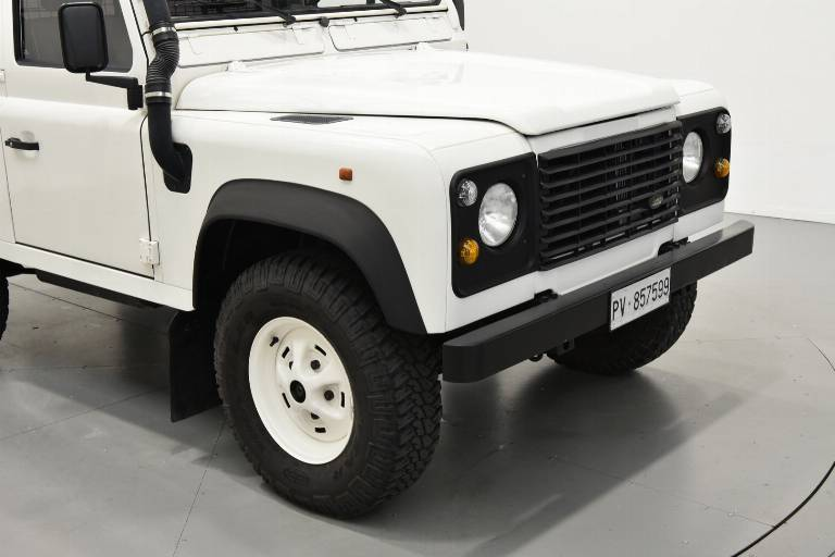 LAND ROVER Defender 46