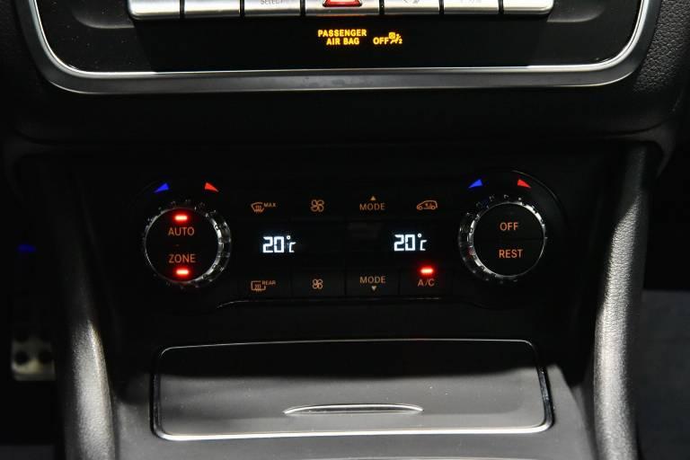 MERCEDES-BENZ GLA 200 11