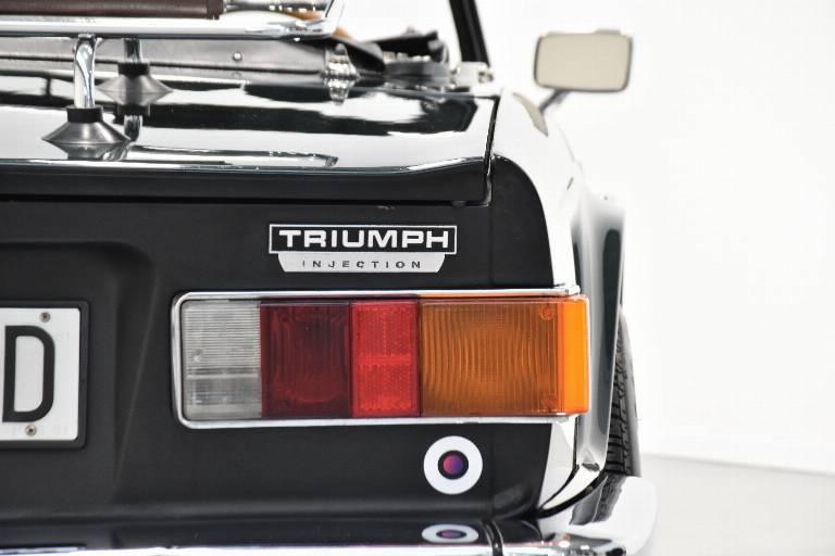 TRIUMPH TR6 17
