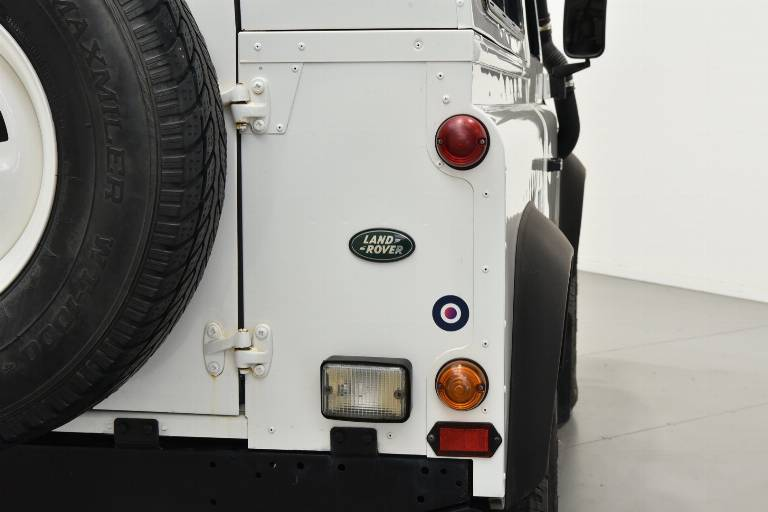 LAND ROVER Defender 19