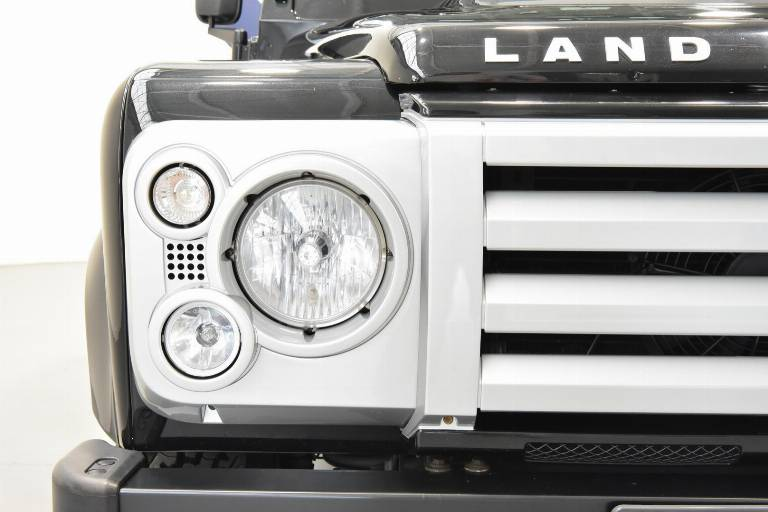 LAND ROVER Defender 85