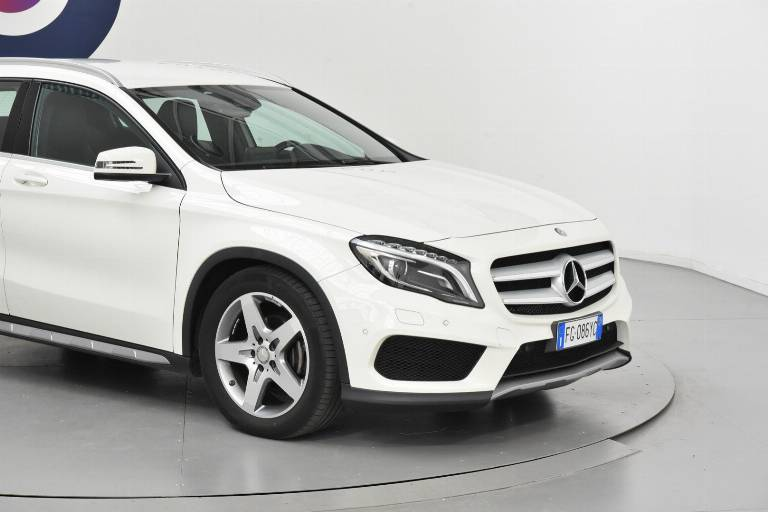 MERCEDES-BENZ GLA 200 30