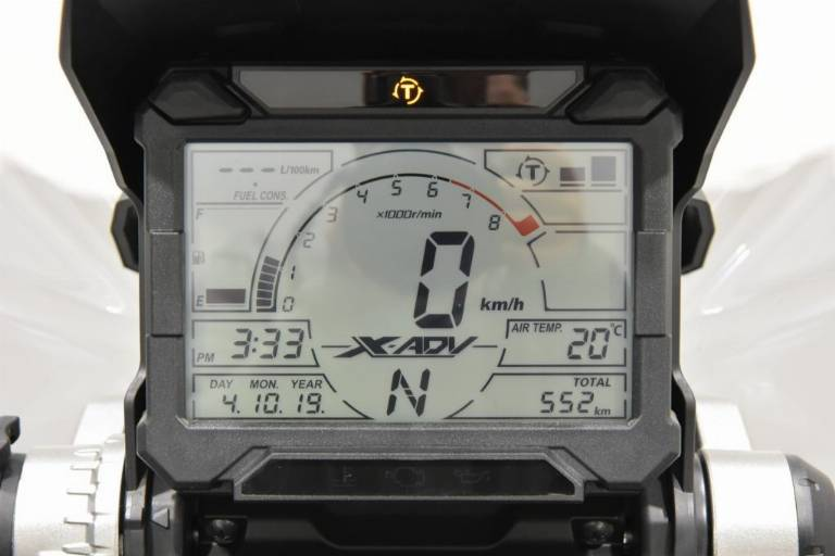 HONDA X-ADV 750 52