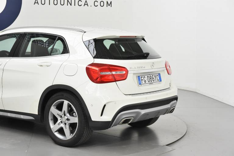 MERCEDES-BENZ GLA 200 33