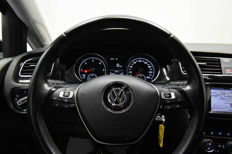 VOLKSWAGEN Golf 35
