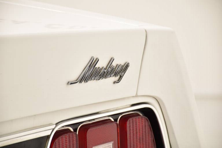 FORD Mustang 87