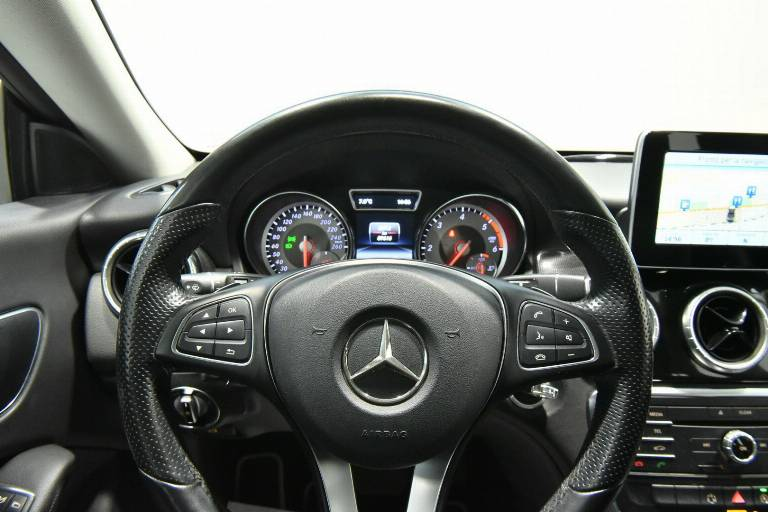 MERCEDES-BENZ CLA 200 37